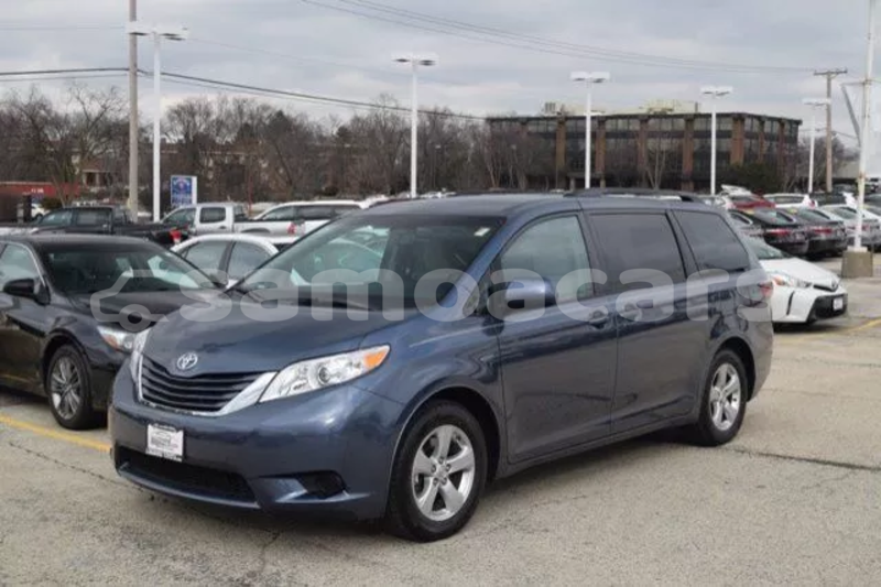 Big with watermark 2015 toyota sienna le 2