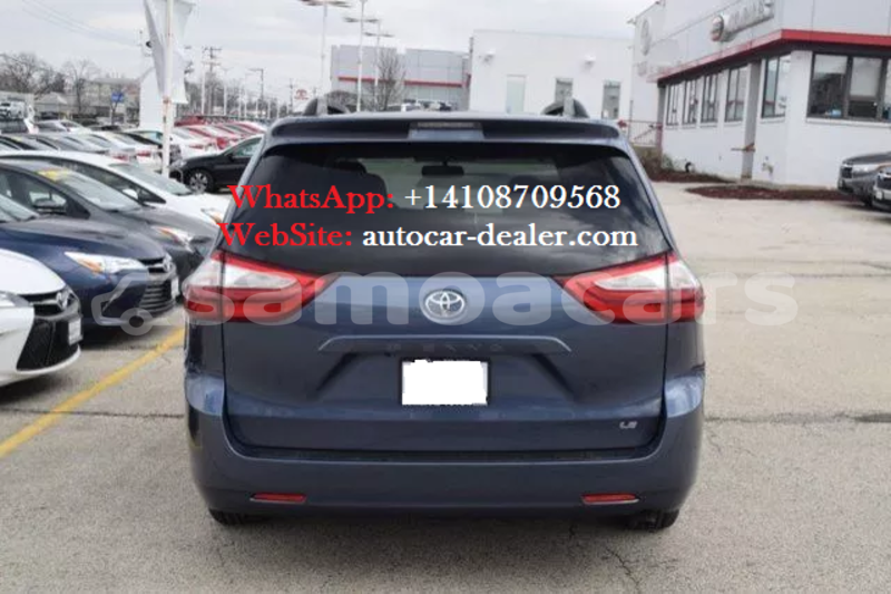 Big with watermark 2015 toyota sienna le 5 copy