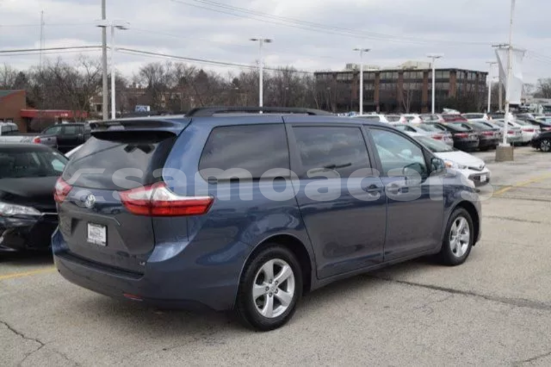 Big with watermark 2015 toyota sienna le 6