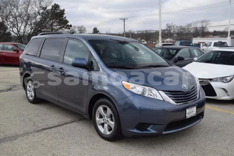 Big with watermark 2015 toyota sienna le 8