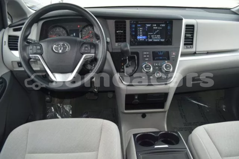 Big with watermark 2015 toyota sienna le 10