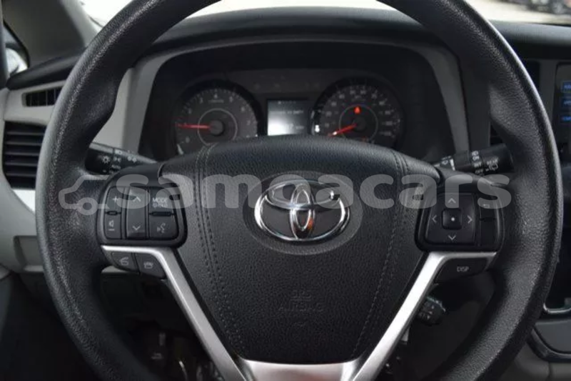 Big with watermark 2015 toyota sienna le 16