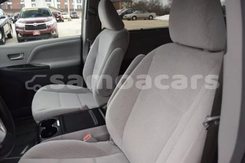 Big with watermark 2015 toyota sienna le 21