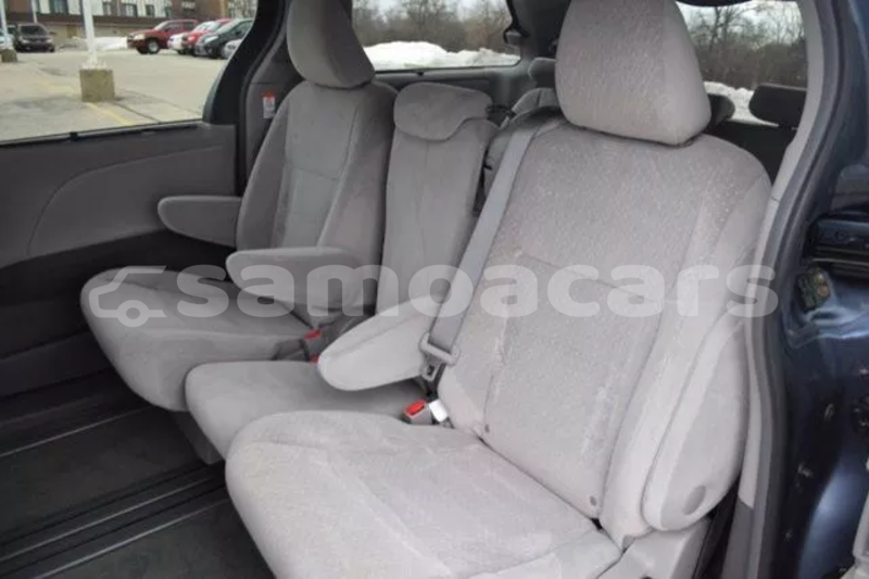 Big with watermark 2015 toyota sienna le 23