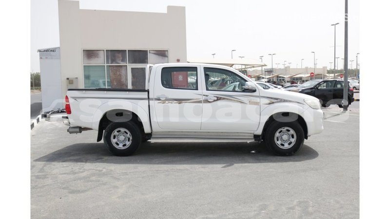 Big with watermark toyota hilux a'ana import dubai 2458