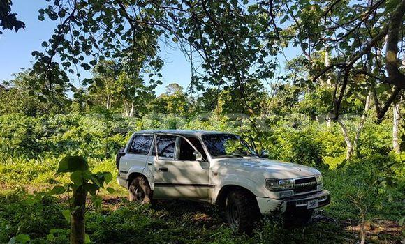 Buy Used Toyota Landcruiser White Car in Apia in Tuamasaga