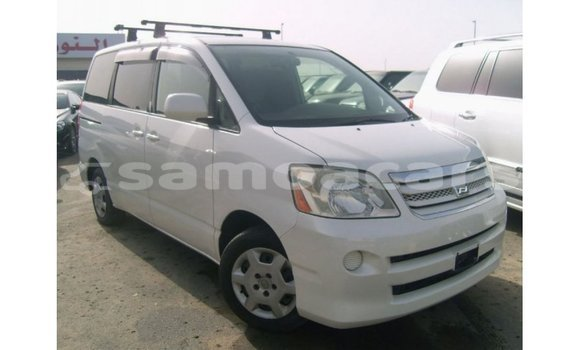 Medium with watermark toyota noah a ana import dubai 3475