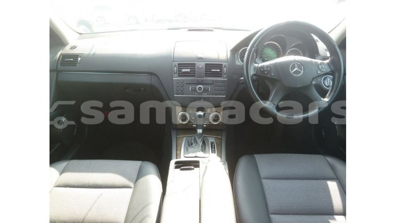 Big with watermark mercedes benz 200 a ana import dubai 3862