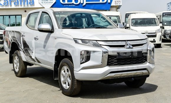 Medium with watermark mitsubishi l200 a ana import dubai 4095