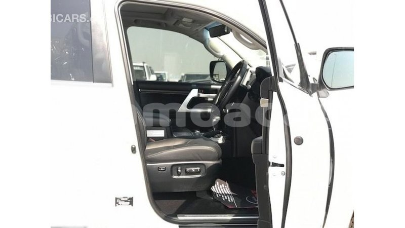 Big with watermark toyota land cruiser a ana import dubai 4694