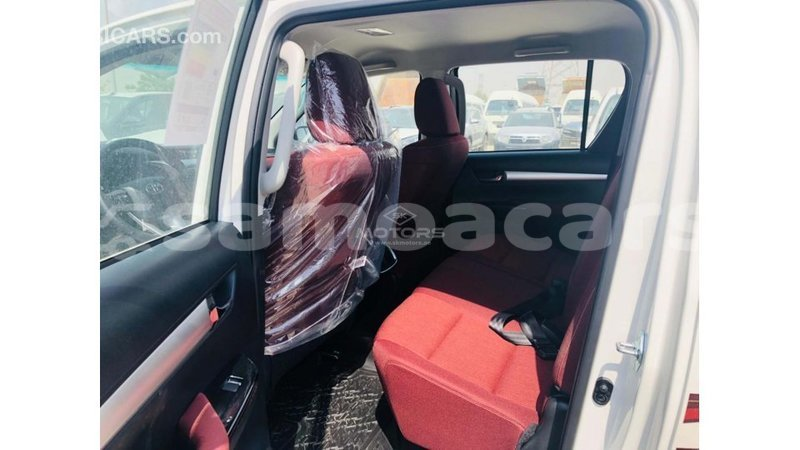 Big with watermark toyota hilux a ana import dubai 4782
