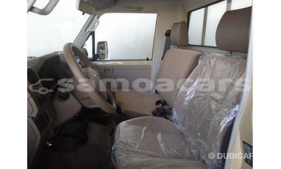 Buy Import Toyota Land Cruiser White Car in Import - Dubai in A'ana